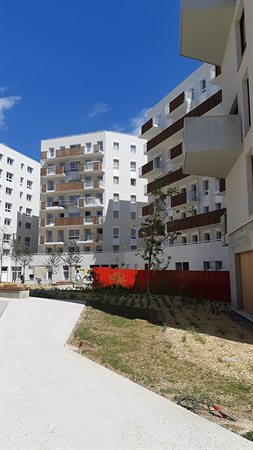 - MONTREUIL
