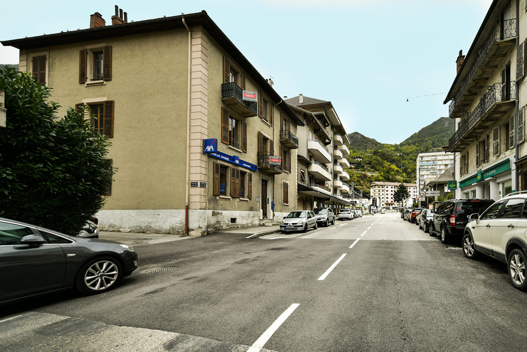 - MOUTIERS